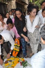 at Bollywood Photographer Jagdish Mali_s funeral in Mumbai on 13th May 2013 (38).JPG