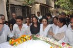 at Bollywood Photographer Jagdish Mali_s funeral in Mumbai on 13th May 2013 (55).JPG