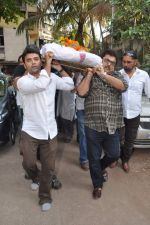 at Bollywood Photographer Jagdish Mali_s funeral in Mumbai on 13th May 2013 (56).JPG