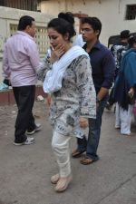 at Bollywood Photographer Jagdish Mali_s funeral in Mumbai on 13th May 2013 (60).JPG