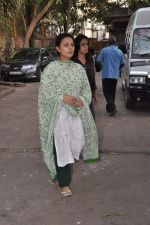 at Bollywood Photographer Jagdish Mali_s funeral in Mumbai on 13th May 2013 (64).JPG