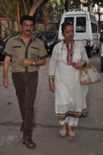 at Bollywood Photographer Jagdish Mali_s funeral in Mumbai on 13th May 2013 (70).JPG