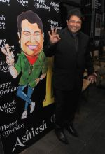 Ashiesh Roy at Ashiesh Roy_s Birthday Party in Mumbai on 18th May 2013 (4).JPG