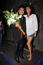 Ashiesh Roy with Achint Kaur at Ashiesh Roy_s Birthday Party in Mumbai on 18th May 2013.JPG