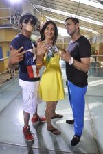 Juggy D, Karanvir Bohra, Teejay Sidhu on location of film Love You Soniye in Cest La Vie on 18th May 2013 (61).JPG