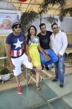 Juggy D, Karanvir Bohra, Teejay Sidhu on location of film Love You Soniye in Cest La Vie on 18th May 2013 (64).JPG