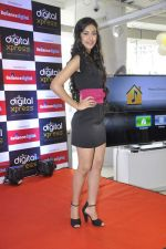 Navneet Kaur at Reliance Digital store in Prabhadevi, Mumbai on 23rd May 2013 (8).JPG