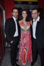 Preity Zinta, Rhehan Malliek, Prem Raj at Ishq in Paris premiere in PVR, Mumbai on 23rd May 2013 (132).JPG