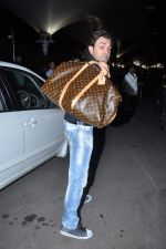 Bobby Deol snapped at airport in Mumbai on 25th May 2013 (5).JPG