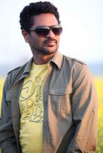 Prabhu Deva in the still from movie Ramaiya Vastavaiya (21).JPG