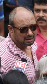 anjon dutt at Rituparno Ghosh funeral in Kolkatta on 30th May 2013.jpg