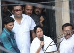 at Rituparno Ghosh funeral in Kolkatta on 30th May 2013 (2).jpg