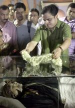 barto basu at Rituparno Ghosh funeral in Kolkatta on 30th May 2013.jpg