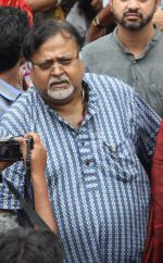 partho chaterjee at Rituparno Ghosh funeral in Kolkatta on 30th May 2013.jpg