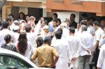 at Jiah Khan_s Final journey in Juhu, Mumbai on 5th June 2013 (70).JPG