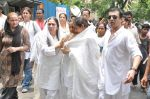 at Jiah Khan_s Final journey in Juhu, Mumbai on 5th June 2013 (85).JPG