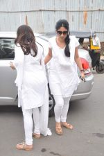 at Jiah Khan_s prayer meet in Juhu, Mumbai on 8th June 2013 (3).JPG