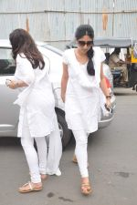 at Jiah Khan_s prayer meet in Juhu, Mumbai on 8th June 2013 (4).JPG
