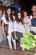 at Jiah Khan_s prayer meet in Juhu, Mumbai on 8th June 2013 (91).JPG