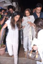 at Jiah Khan_s prayer meet in Juhu, Mumbai on 8th June 2013 (93).JPG