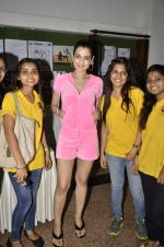 Ameesha Patel at Shortcut Romeo promotions with kids in Vidya Nidhi School, Mumbai on 9th June 2013 (56).JPG