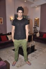 Namit Khanna at Bang Bang Bangkok film on location in Aaraey milk colony on 9th June 2013 (17).JPG
