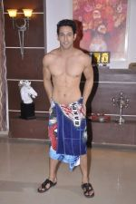 Sahil Anand at Bang Bang Bangkok film on location in Aaraey milk colony on 9th June 2013 (19).JPG