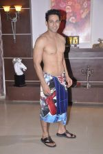 Sahil Anand at Bang Bang Bangkok film on location in Aaraey milk colony on 9th June 2013 (20).JPG