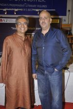 Ashvin Gidwani at the launch of Mahesh Dattan_s black comedy Big Fat City in Crossword, Mumbai on 14th June 2013 (28).JPG
