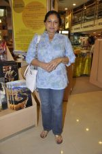 maya alagh at the launch of Mahesh Dattan_s black comedy Big Fat City in Crossword, Mumbai on 14th June 2013 (52).JPG