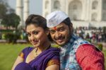 Shreyas Talpade and Manjari Phadnis in the still from movie Wah Taj  (1).JPG