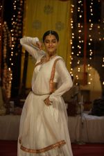 Sonam Kapoor in the still from movie Raanjhanaa (23).JPG