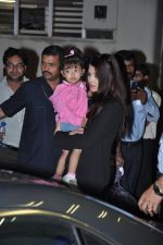 Aishwarya Bachchan with Aaradhya Bachchan as she arrives from London in Mumbai on 26th June 2013 (17).JPG
