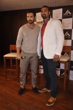 John Abraham and Boxing champion David Haye at the press conference announcing fitness Franchise in Escobar, Bandra, Mumbai on 26th June 2013 (15).JPG
