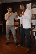 John Abraham and Boxing champion David Haye at the press conference announcing fitness Franchise in Escobar, Bandra, Mumbai on 26th June 2013 (68).JPG