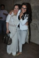 Sonakshi Sinha, Poonam Sinha at Special screening of Lootera by Sonakshi Sinha in Lightbox, Mumbai on 30th June 2013 (31).JPG