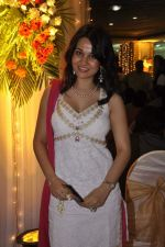 Nisha Kothari at Ramesh Deo_s 50th wedding anniversary in Isckon, Mumbai on 1st July 2013 (16).JPG
