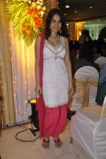 Nisha Kothari at Ramesh Deo_s 50th wedding anniversary in Isckon, Mumbai on 1st July 2013 (18).JPG
