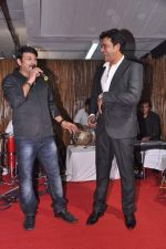 Ravi Kishen, Manoj Tiwari at Dr Tiwari_s wedding anniversary in Express Towers, Mumbai on 1st July 2013 (49).JPG