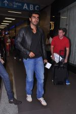 Arjun Kapoor leave for IIFA Awards 2013 in Mumbai on 3rd July 2013 (21).JPG