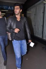 Arjun Kapoor leave for IIFA Awards 2013 in Mumbai on 3rd July 2013 (22).JPG