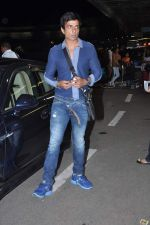 Sonu Sood leave for IIFA Awards 2013 in Mumbai on 3rd July 2013,1 (18).JPG