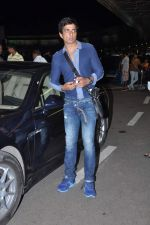 Sonu Sood leave for IIFA Awards 2013 in Mumbai on 3rd July 2013,1 (19).JPG