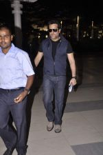 Fardeen Khan snapped at the airport in Mumbai on 4th July 2013 (3).JPG