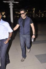 Fardeen Khan snapped at the airport in Mumbai on 4th July 2013 (4).JPG
