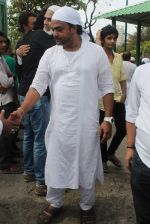 Sajid at Sajid Wajid Dad_s funeral in Mumbai on 4th July 2013 (95).JPG