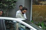 Kunal Kapoor visit Hrithik at Hinduja Hospital in Mumbai on 8th July 2013 (7).JPG