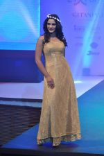 at Tassel Fashion and Lifestyle Awards 2013 in Mumbai on 8th July 2013,1 (2).JPG