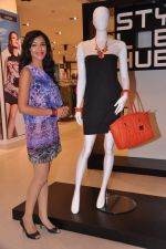 Shriya Pilagaonkar at Shoppers Stop in Thane, Mumbai on 9th July 2013 (10).JPG