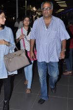 Sridevi, Boney Kapoor, Jhanvi Kapoor, Khushi Kapoor returns from IIFA in Airport, Mumbai on 9th July 2013 (19).JPG